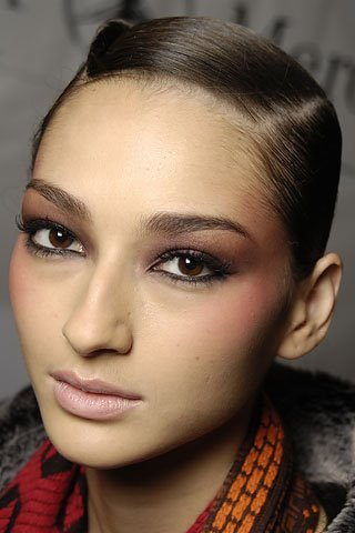 Fall/Winter 2008 Trend – Matching Nail and Eye Color