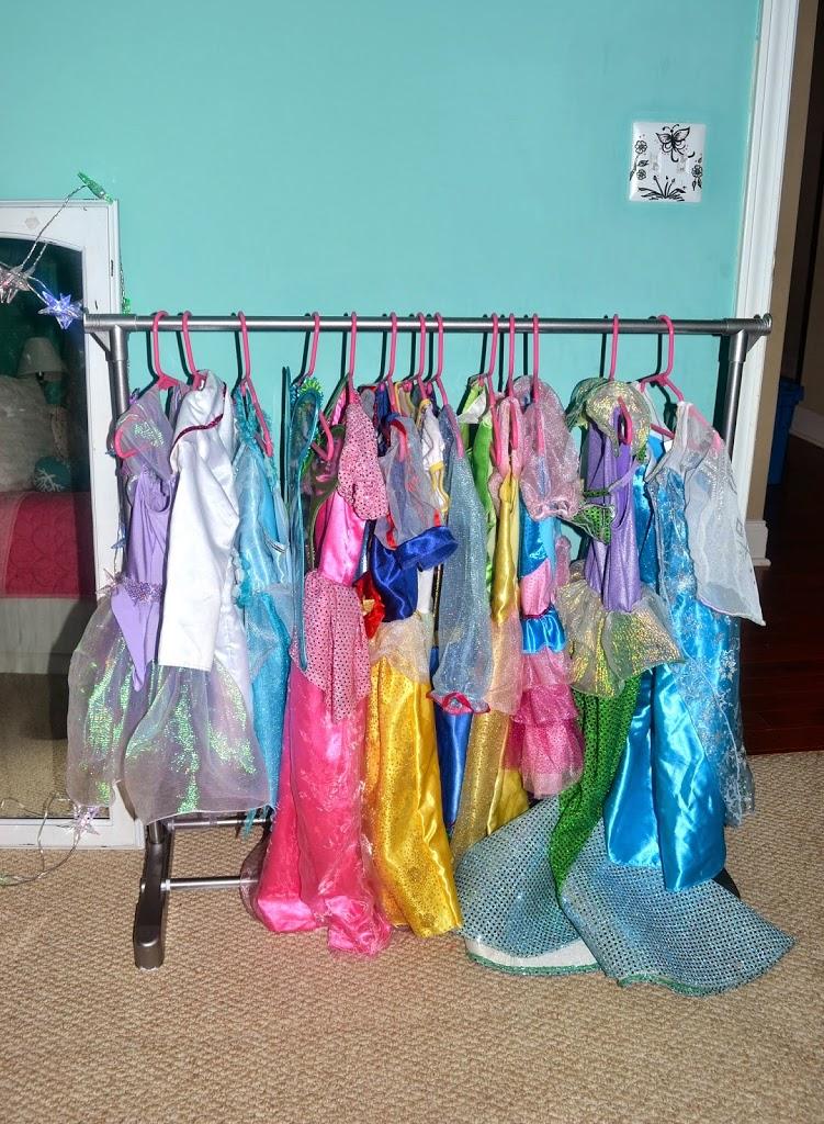 DIY : Little Girl Dress Up Rack For Under $15