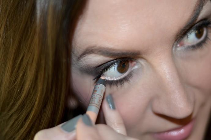 brightener eyes with peach liner inner waterline