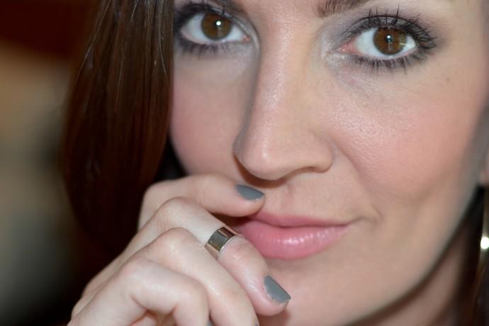 silver midi ring and smokey gray eye shadow