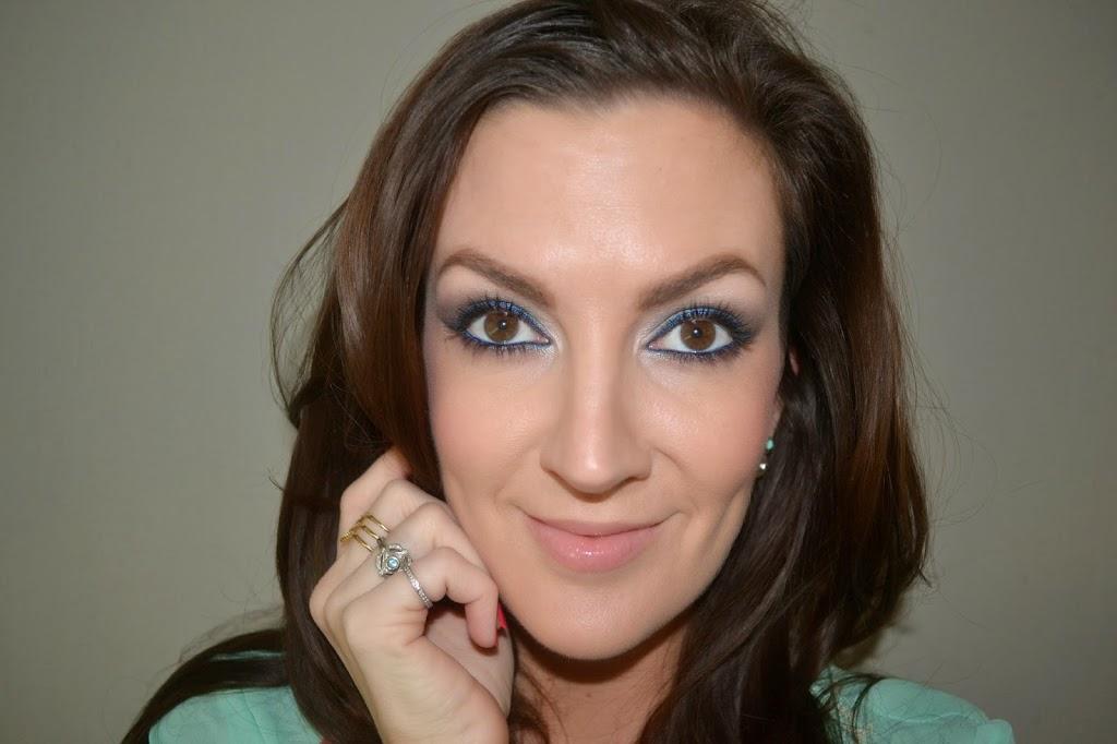 how to create blue smokey eyes