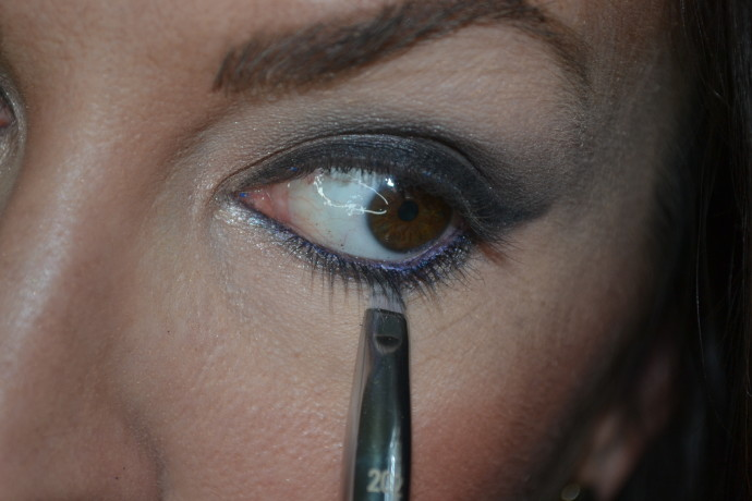 how to create a smoky eye look