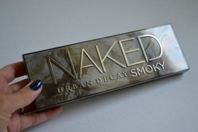 inside-look-at-Urban-Decay-Naked-Smoky-palette