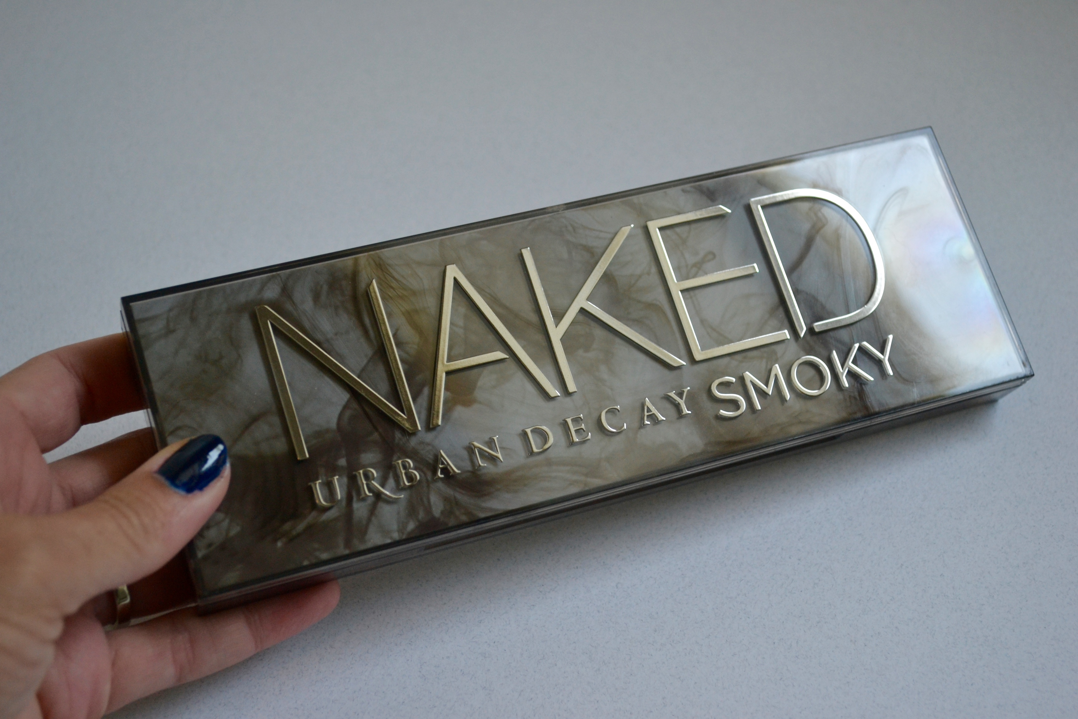 inside look at the Urban Decay Naked Smoky palette