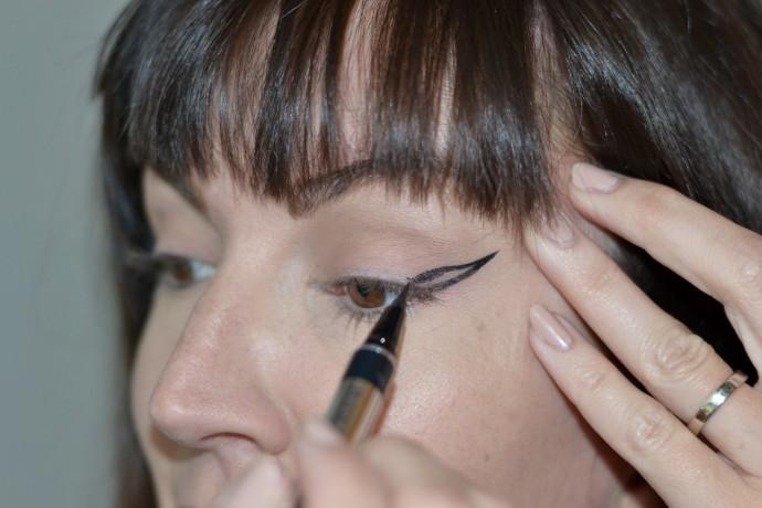 steps-to-create-bold-black-cat-eye