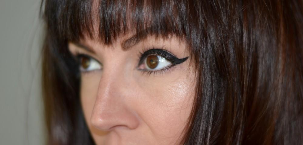 Get Kendall Jenner's Statement Bold Black Eyeliner Look For Fendi