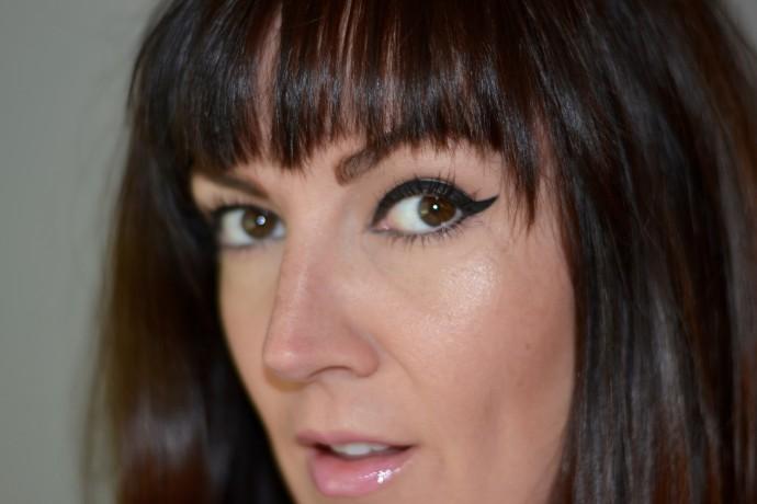 bold-graphic-eyeliner-kendal-jenner-fendi