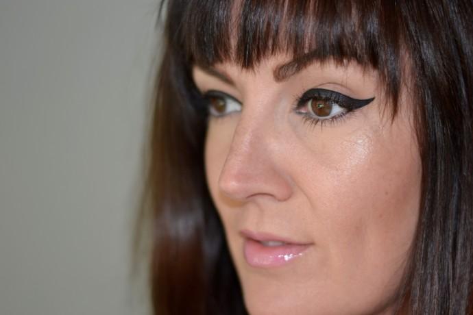 mod-graphic-eyeliner-bold
