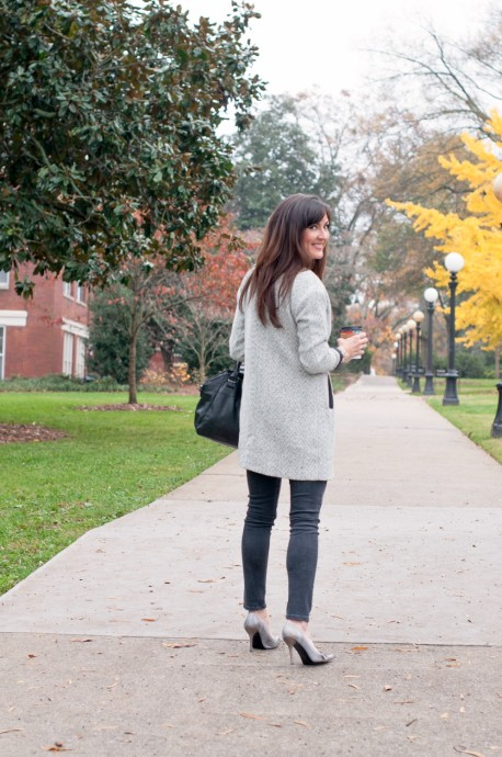 how-to-wear-gray-denim-leggings