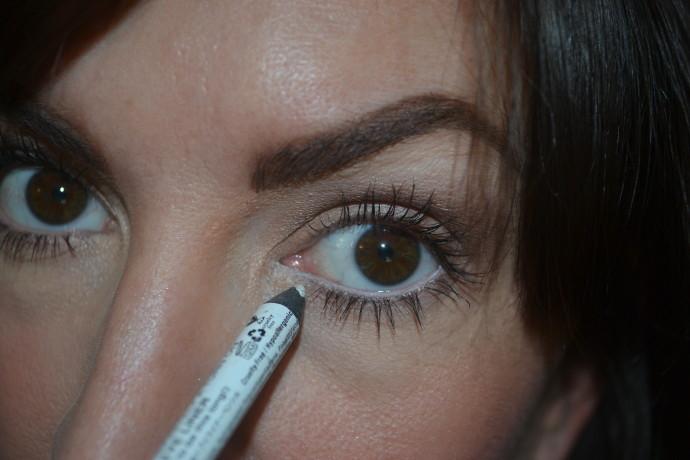 #JSMinute-white-eyeliner-aging-skin