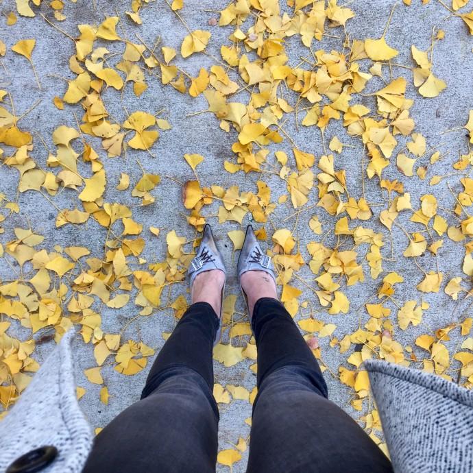 ginkgo-leaves-gray-denim-leggings