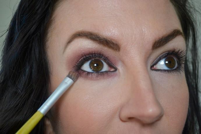 maroon-eye-makeup