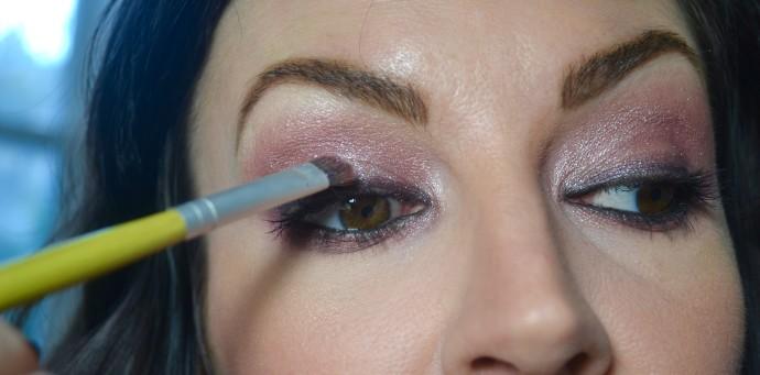 olivia-wilde-maroon-eye-makeup