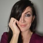Recreating Olivia Wilde's Golden Globe Maroon Eye Makeup Look