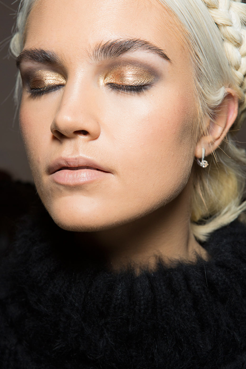 Five Makeup Tips From A Pro Makeup Artist: 5 Winter Beauty Trends I Can Get Excited For