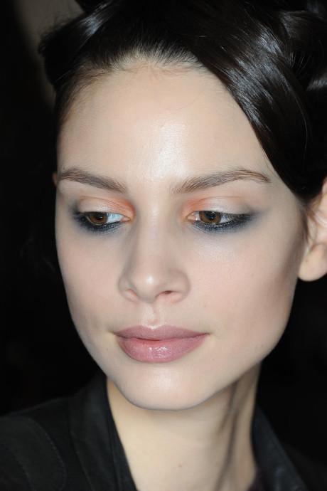 winter-beauty-trends-reverse-liner