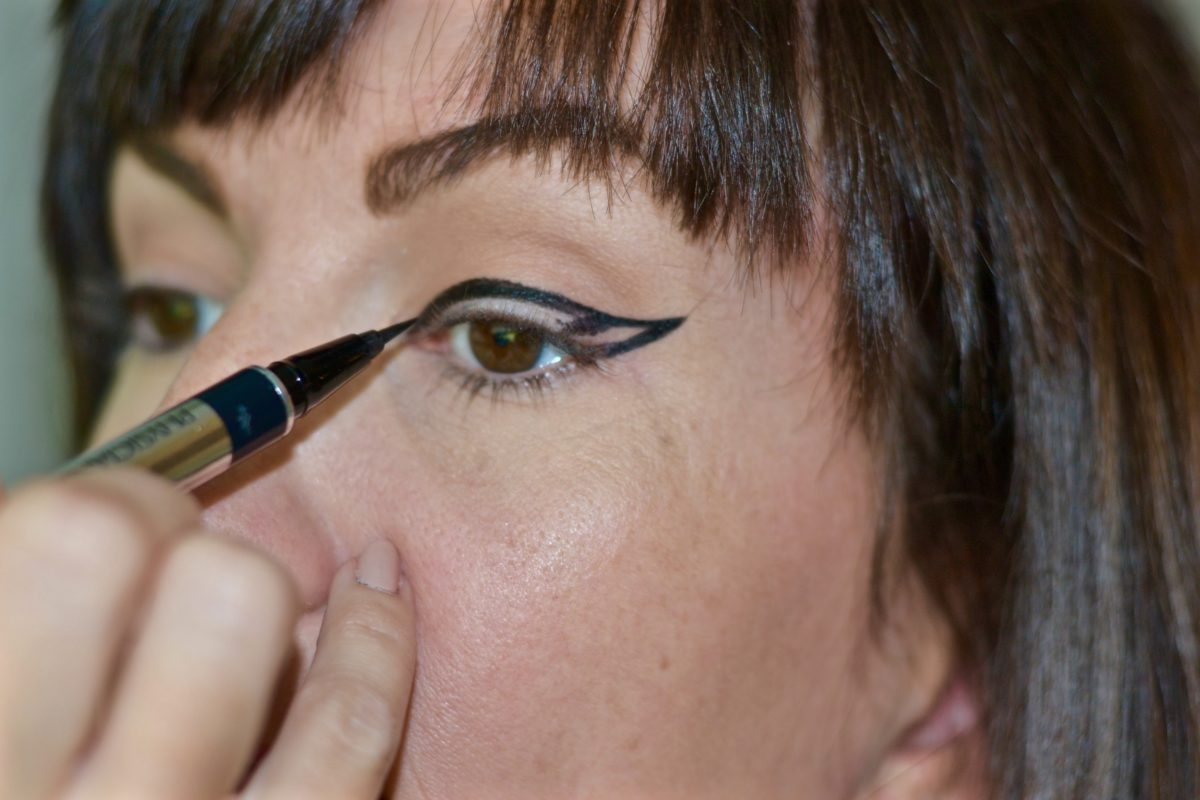 how-to-draw-a-cat-eye-beauty-blogger-jennifer-duvall