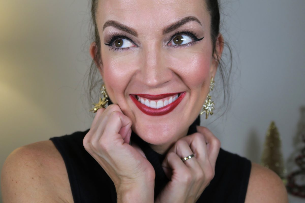 easy-holiday-red-glitter-lip-tutorial