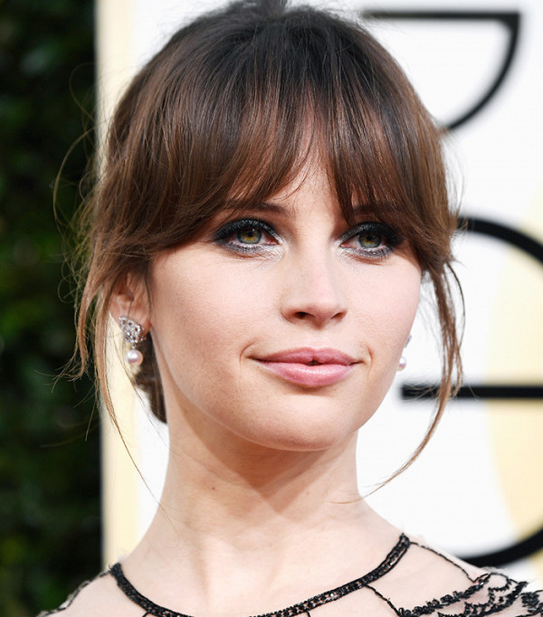 Felicity Jones Golden Globes makeup 2017 simple