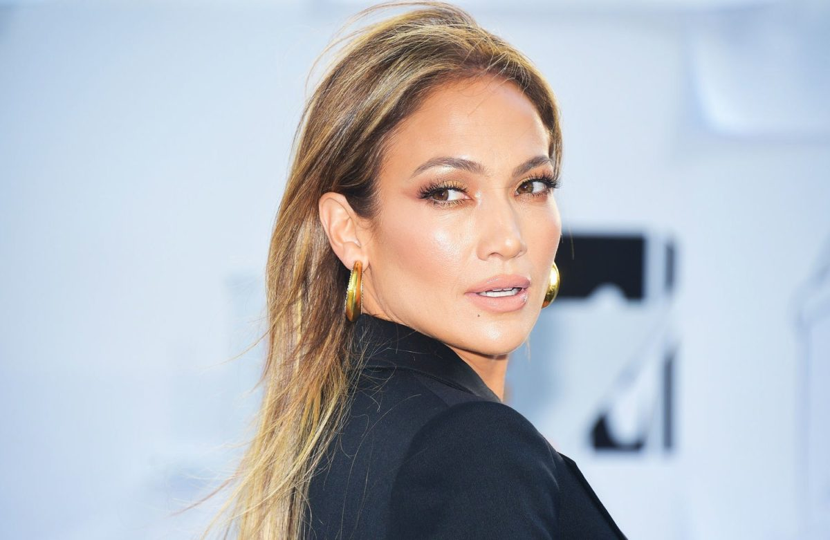 romantic makeup looks valentines day jennifer lopez gold eyes