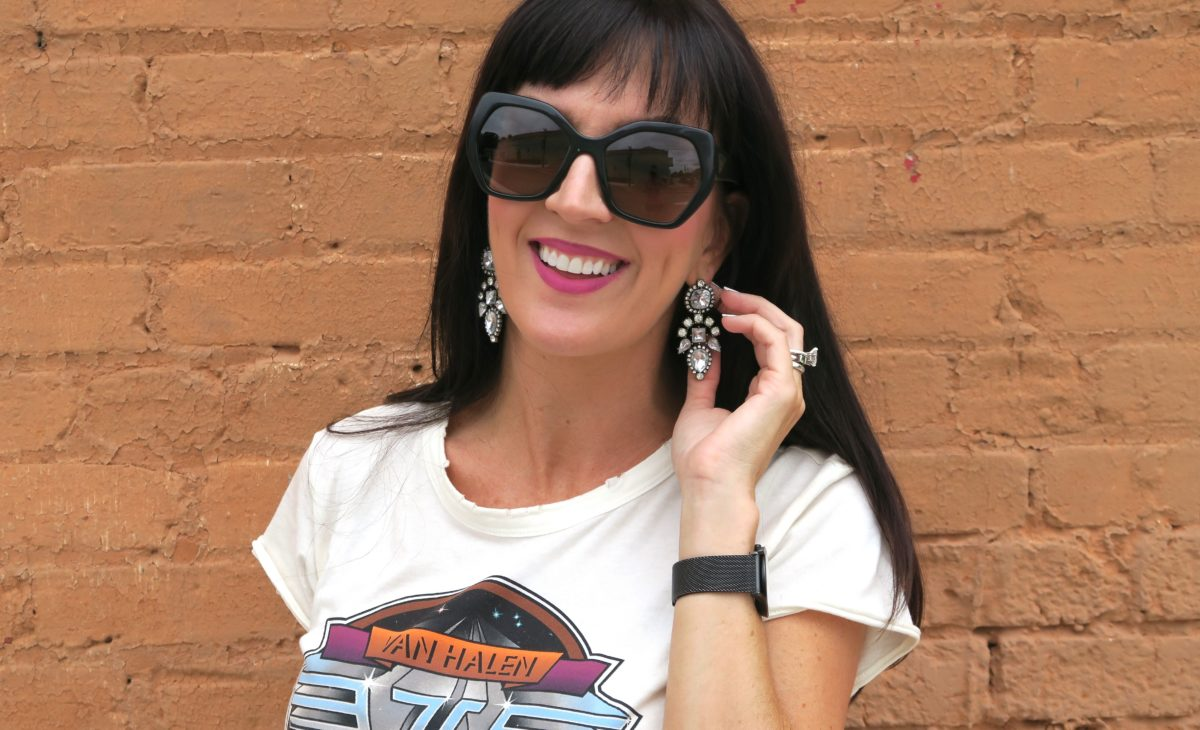 how to style a tee shirt+ jeans statement earrings re